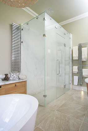SSI Frameless Steam enclosure with glass roof showing steam on in luxury wet room bathroom.