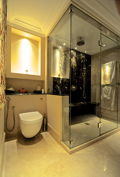 A modern classic luxury bathroom with an SSI True Frameless steam shower enclosure installed in a London house.