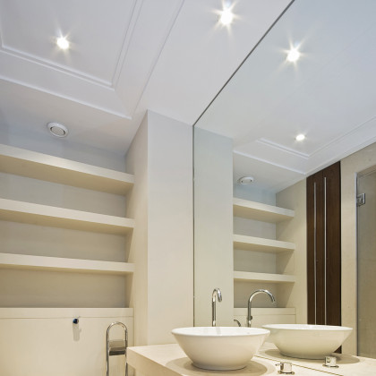 SSI recess wall mirror, installed in a luxury bathroom in London.