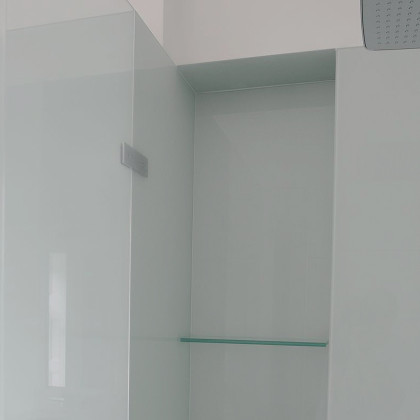 SSI, colour coated glass wall cladding in a modern London bathroom with recess shelving