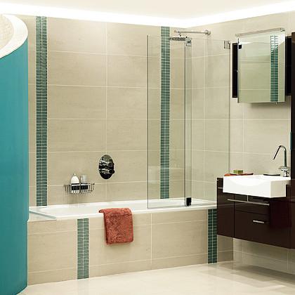 A Luxury bathroom in London with an SSI Frameless, Type 17 Bi-fold bath screen